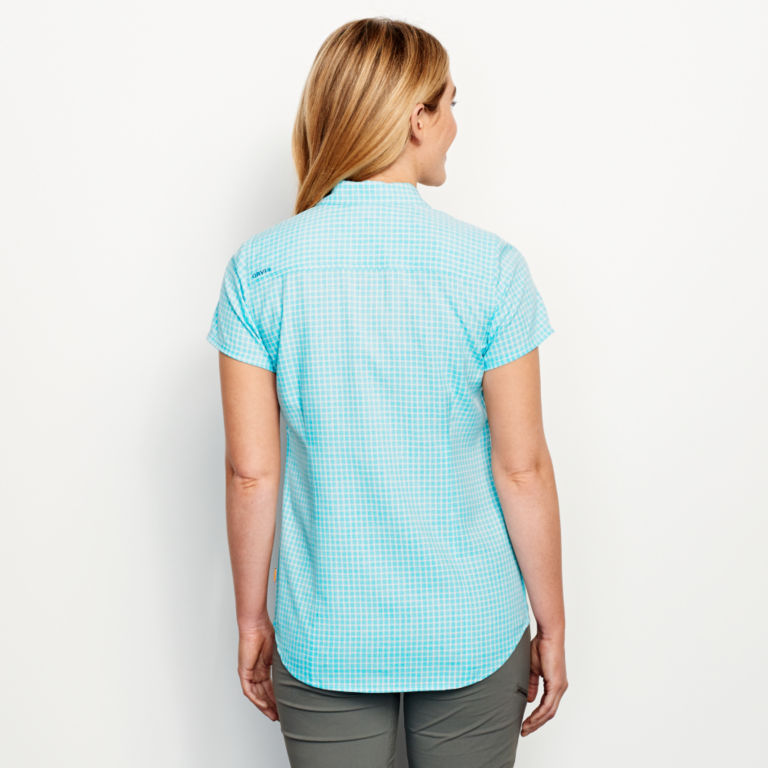 Plaid Short-Sleeved Tech Chambray Work Shirt -  image number 2