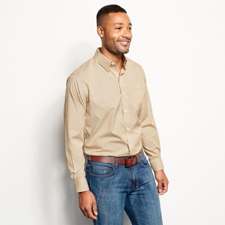 Hidden Button-Down Wrinkle-Free Comfort Stretch Shirt - Regular -  image number 2
