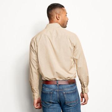 Hidden Button-Down Wrinkle-Free Comfort Stretch Shirt - Regular -  image number 3