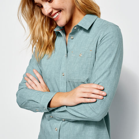 Women's Tech Chambray Work Shirt Detail in Tropical Blue