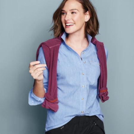 Woman wearing a blue Women's Tech Chambray Work Shirt
