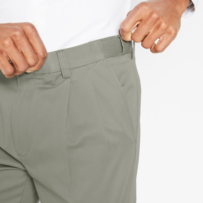 Wrinkle-Free Comfort-Waist Stretch Cotton Chinos Pleated -  image number 4