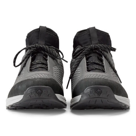 A front view of the Approach wading shoes, highlighting  the toe and the laces.