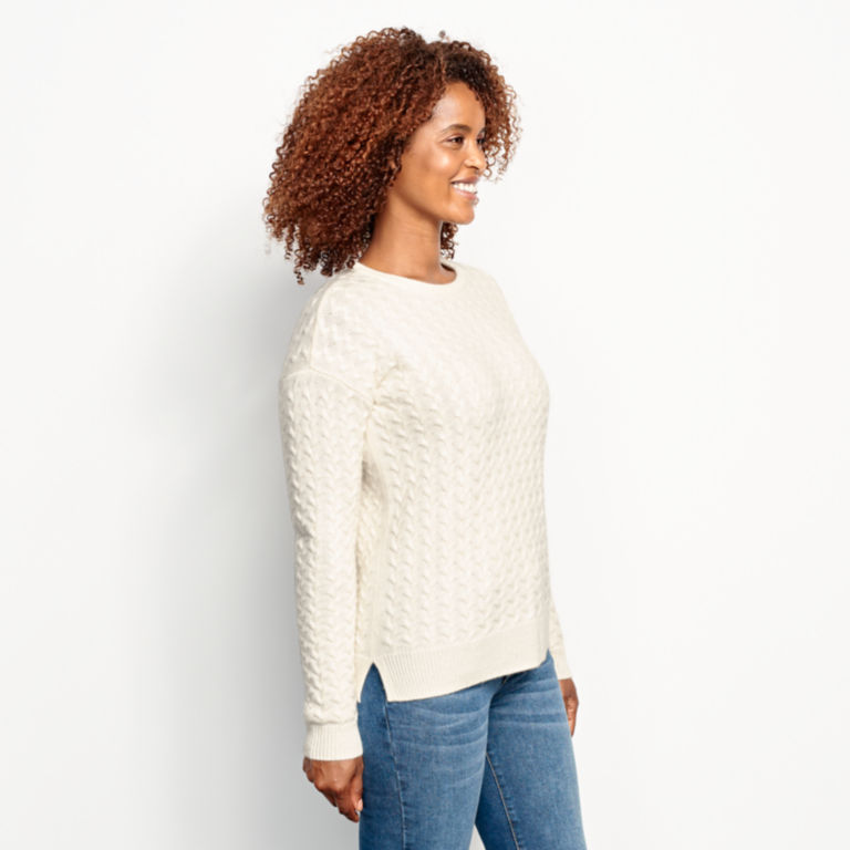 Cashmere Cable Crewneck Sweater - SNOW image number 2