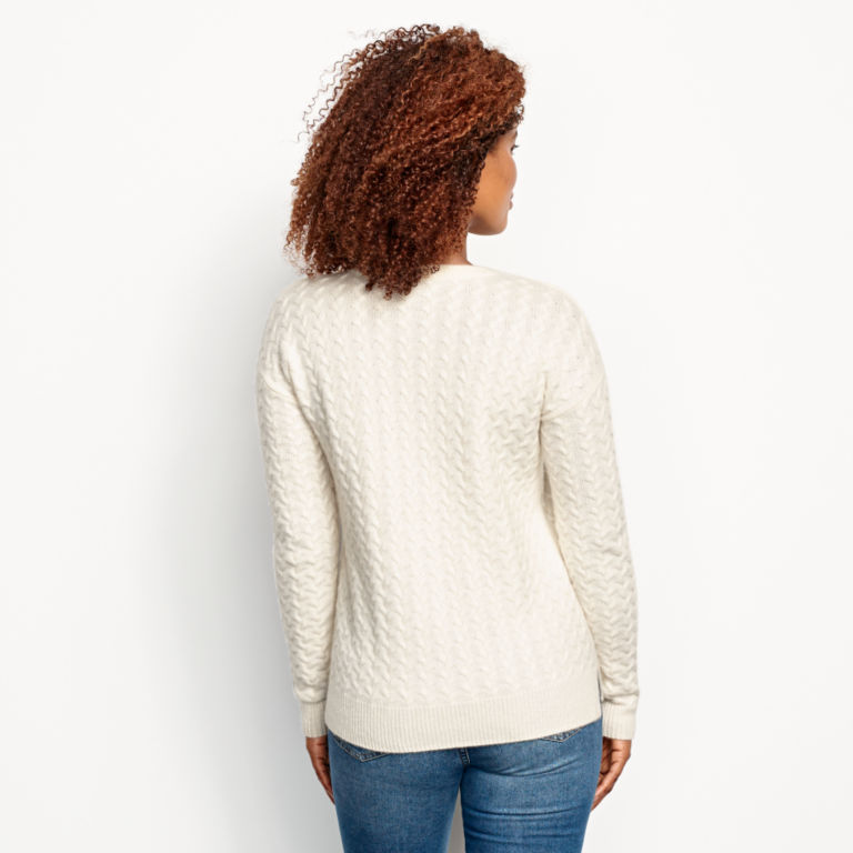 Cashmere Cable Crewneck Sweater - SNOW image number 3