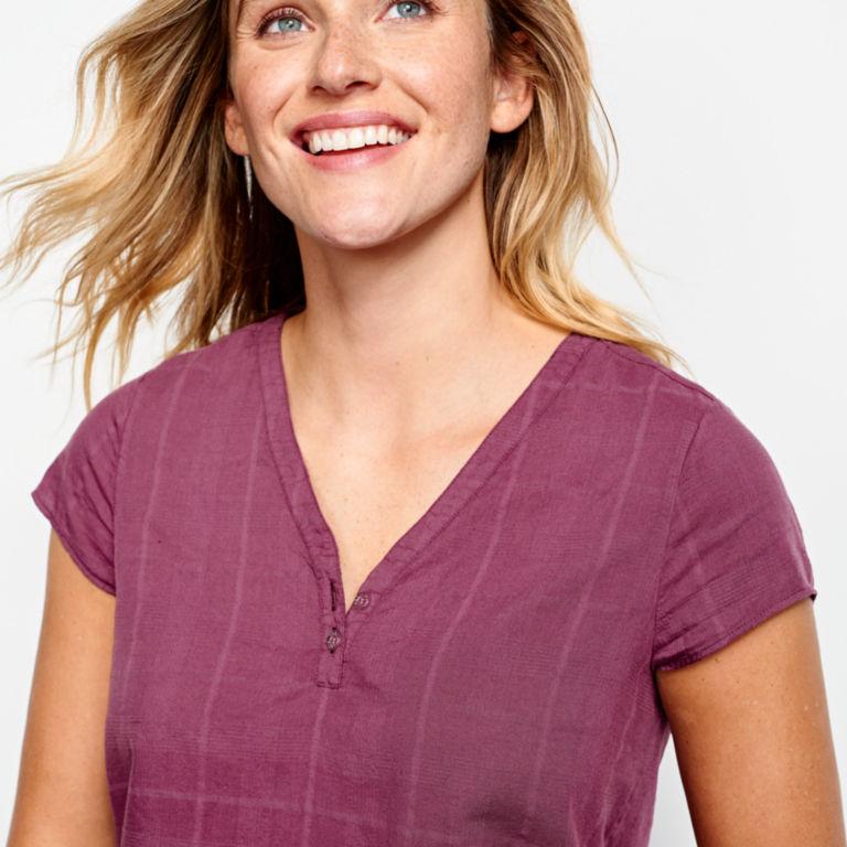 Garment-Dyed Dobby Cap-Sleeved Shirt -  image number 3