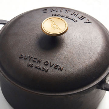Smithey 5.5 Quart Dutch Oven -  image number 1